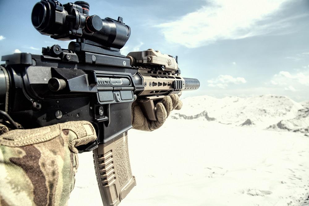 Airsoft assault rifle replica