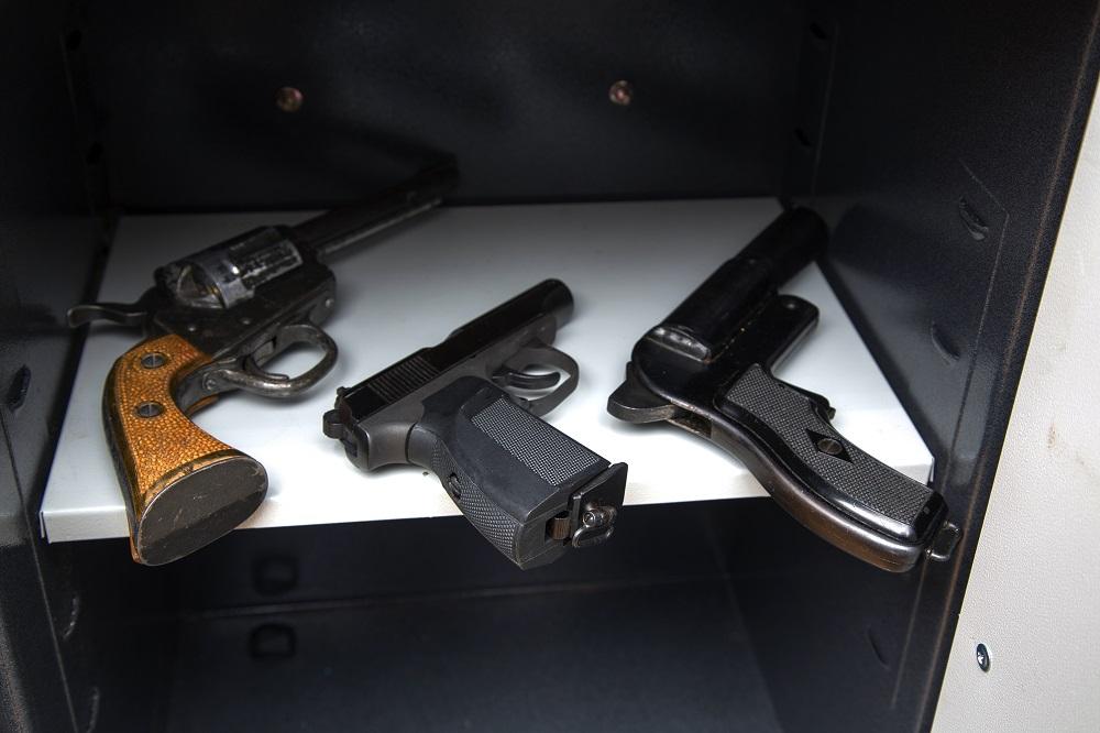 pistols gun safe